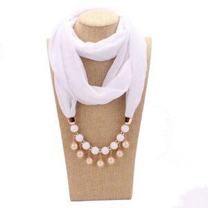 Foulard ethnique pendentif blanc chic