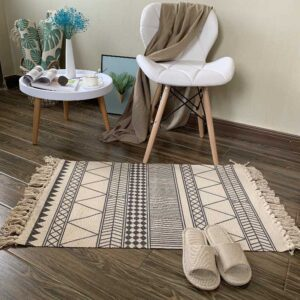 tapis ethnique blanc et noir