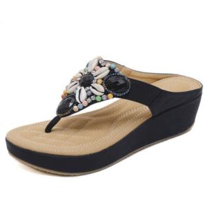 Sandale ethnique perlée noir chic